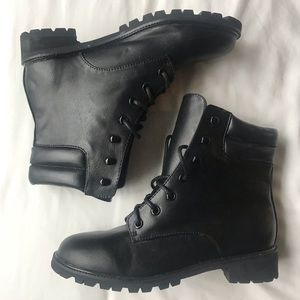UO Urban Outfitters Lace Up Boots. Size 7.